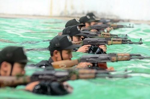 Cảnh sát dự bị đặc nhiệm diễn tập bắt khủng bố