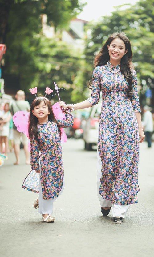 Dạo phố Trung thu cùng mẹ con DV 'Hôn nhân trong ngõ hẹp'