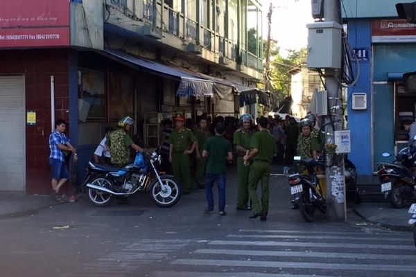 Truy bắt nhóm côn đồ chém gục 2 thanh niên giữa phố