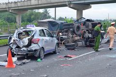 5 ô tô đâm liên hoàn trên cao tốc, 2 người chết