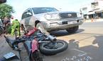 Ô tô điên cán liên hoàn 3 xe máy, 4 người trọng thương