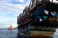 Cứu 38 thuyền viên gặp nguy hiểm trên biển