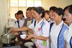 Nhà giàu Hà Nội thuê osin nước ngoài lương 25 triệu