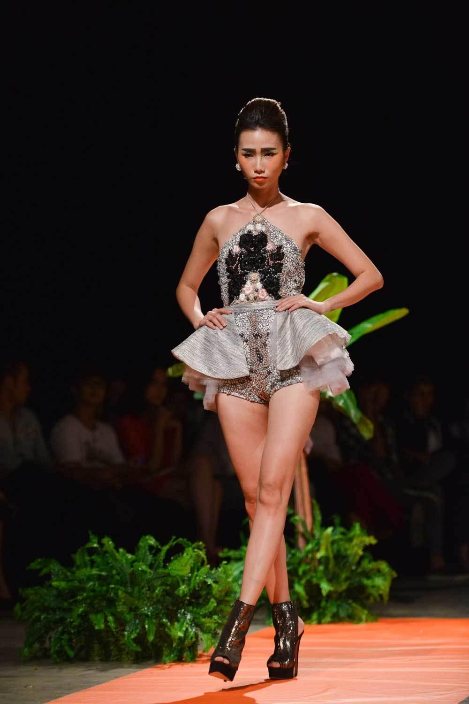 Sắc màu nhiệt đới tràn ngập sàn diễn thời trang Xuân Hè 2016