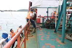 Bắt tàu Thái Lan bán 18.000 lít dầu lậu trên biển