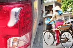 Đồng nát đâm vỡ đèn ôtô, tài xế từ chối 5 triệu bồi thường