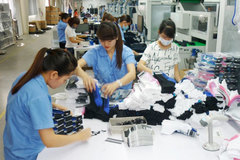 Mất viên kim cương 2 triệu: Nhốt 300 công nhân cả đêm