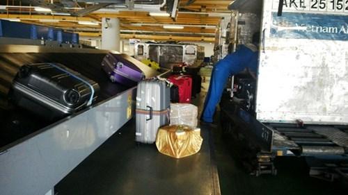 hàng không, hành lý, sân bay, nhân viên, Nội Bài, ăn cắp, hàng-không, hành-lý, sân-bay, nhân-viên, Nội-Bài, ăn-cắp,