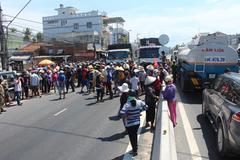 Người dân cản trở nạo vét trên vịnh Cam Ranh: Vượt quá giới hạn