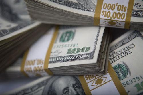 USD chợ đen mất giá 500 đồng, đổ xô đi bán