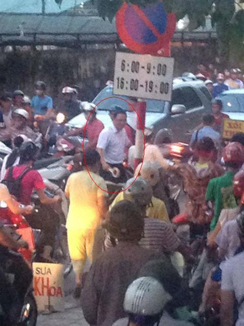 Khuất Việt Hùng, điều tiết giao thông, vỉ ruồi, tắc đường