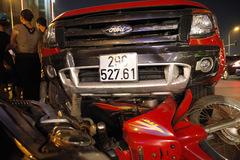 Hà Nội: Xe điên ủi tung hàng loạt xe máy