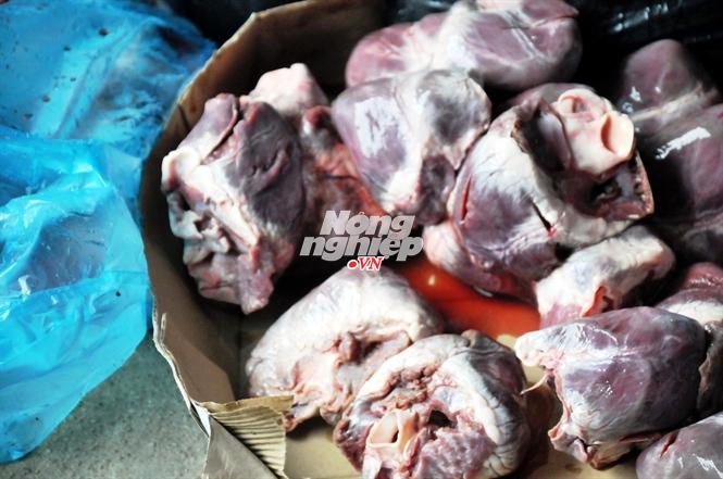 Hà Nội bắt giữ, tiêu hủy gần 100 kg tim lợn nhập lậu siêu rẻ - ảnh 4