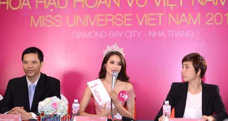 Tân Hoa hậu Phạm Hương bỏ qua nhiều câu hỏi khó