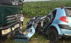 Xe tải đâm nát taxi, 1 người chết 4 người bị thương