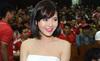 """Fan M.U, Arsenal phát cuồng với """"hot girl"""" Tú Linh"""