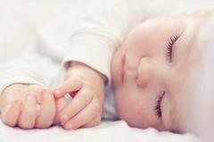Bí quyết rèn con 2 tháng tuổi ngủ xuyên đêm của mẹ Việt