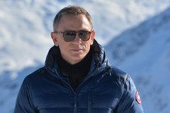 Daniel Craig làm việc quên chết vì James Bond