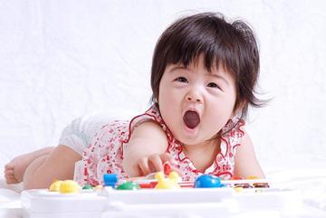 7 trò đơn giản kích hoạt trí thông minh trẻ dưới 1 tuổi