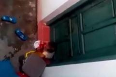 Giám đốc sở lên tiếng  vụ cô giáo để trẻ nhặt rác ăn
