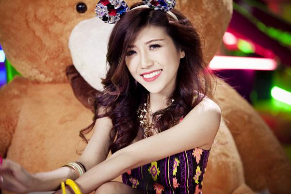 Bạn gái Dương Khắc Linh suýt rơi xuống vực