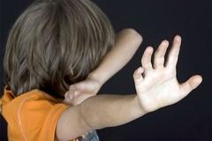 """Dấu hiệu đơn giản giúp nhận biết và """"cứu"""" con khi bị bạo hành ở trường"""