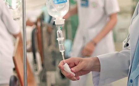 Lương cấp cao ngành y tế 225 triệu đồng một tháng