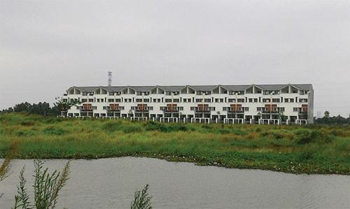 """Nhức nhối những khu """"đất vàng"""" bị bỏ hoang tại Hà Nội"""