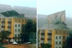 Lốc xoáy hất tung nóc nhà cao tầng