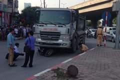 Hà Nội: Xe tải nuốt chết nam thanh niên