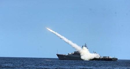 Xem tàu chiến Nga dội tên lửa vào IS