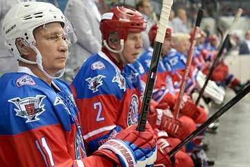Putin chơi khúc côn cầu mừng sinh nhật