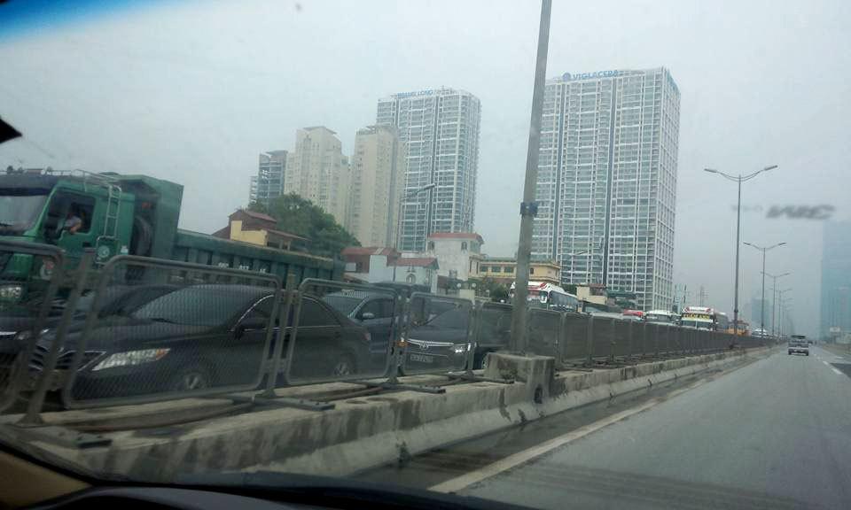 Hà Nội: Bò 3 tiếng đến cơ quan vì tắc