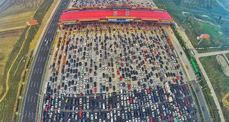 Cảnh tắc nghẽn khủng khiếp trên cao tốc 50 làn ở Bắc Kinh