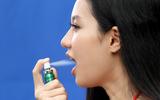 Xịt thơm miệng có thay được kem đánh răng, nước súc miệng?