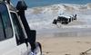 Chạy trốn cảnh sát, tài xế phi xe xuống biển