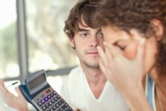 Vợ chồng phải giữ tiền riêng mới an toàn gia đình