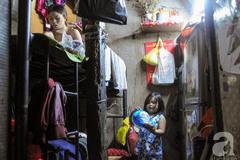 """Cảnh sống 7 người trong căn nhà """"siêu nhỏ"""" chỉ 2m2 ở Sài Gòn"""