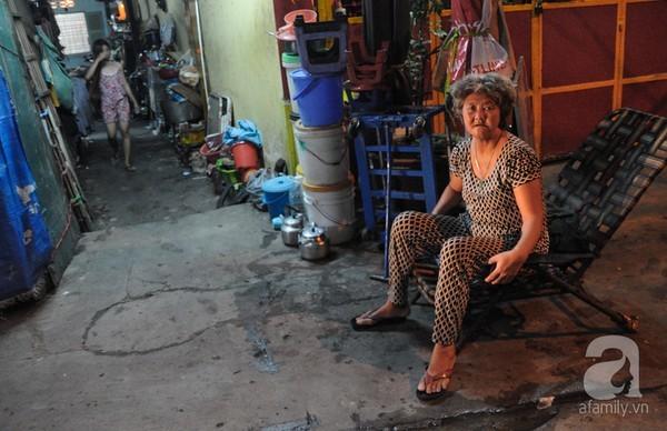 Cảnh sống 7 người trong căn nhà 'siêu nhỏ' chỉ 2m2 ở Sài Gòn
