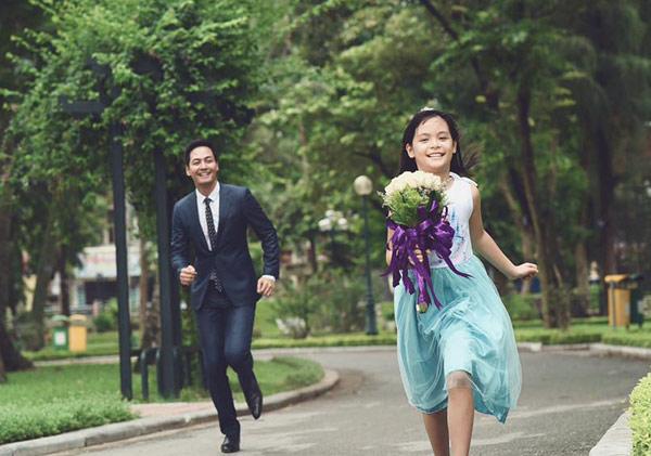 Khánh Thi khoe ảnh tình cảm với bạn trai