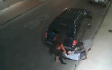 10 clip 'nóng': Người đàn ông bị 2 phụ nữ cướp ví, smartphone