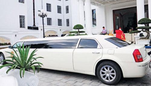 Đại gia xe Limousine thành Vinh: Bán cháo lòng, đạp xích lô