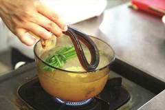 Ăn lươn nuôi bằng thuốc tránh thai có khiến trẻ dậy thì sớm?