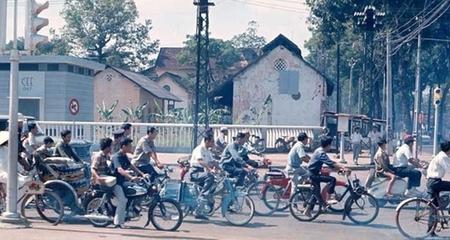 Người Sài Gòn trước năm 1975 đi xe máy gì?