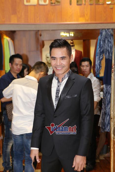 Nguyễn Ngọc Anh yêu kiều bên Quang Hà