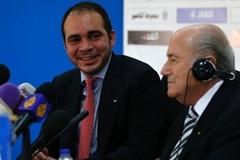 """Blatter và Platini """"tử chiến"""", Hoàng tử Ali toan giành ghế"""