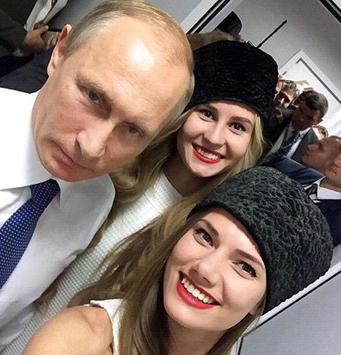 Putin chụp ảnh cùng người mẫu nóng bỏng