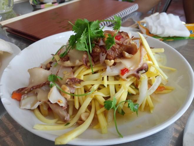 Cơm chiên ghẹ, còi biên mai nướng, gỏi cá trích, Phú Quốc, món ngon