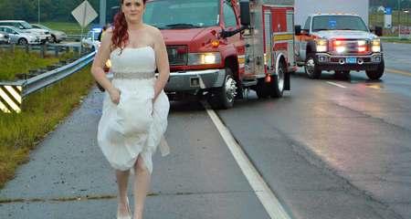 Xúc động cô dâu xách váy cưới cứu người bị nạn