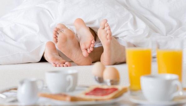 Giao ban, sex, buổi sáng